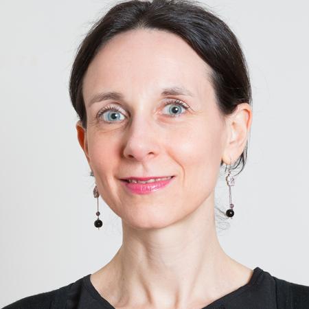 Portrait de madame Cécile Pérès, directrice du Collège de droit